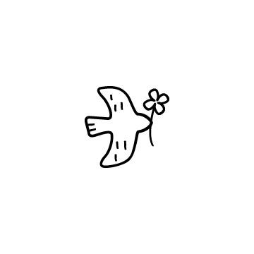 クローバーをくわえている鳥